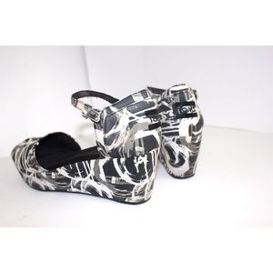 Toms Shoes - Toms Platform Wedge Canvas Abstract Print Sandal
